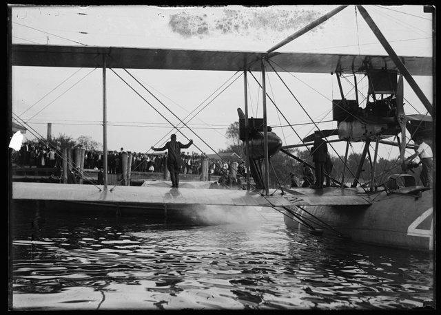 [Amphibious aircraft]