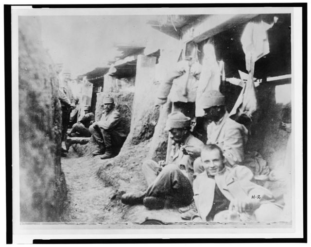 [German soldiers in trench, 1914-15]