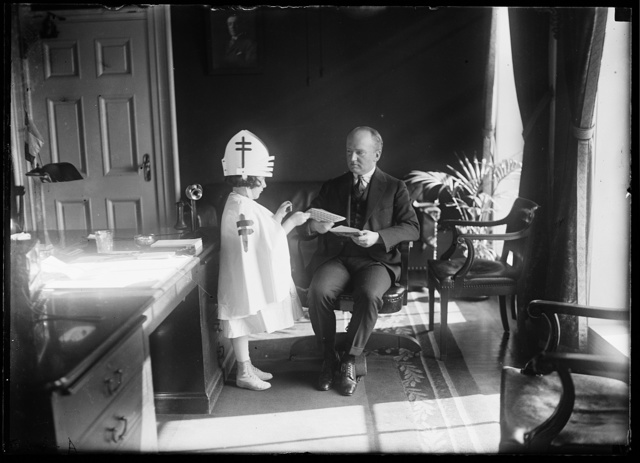 Little Miss Adrian Myers, delivery seals to Tumulty for Pres. Wilson