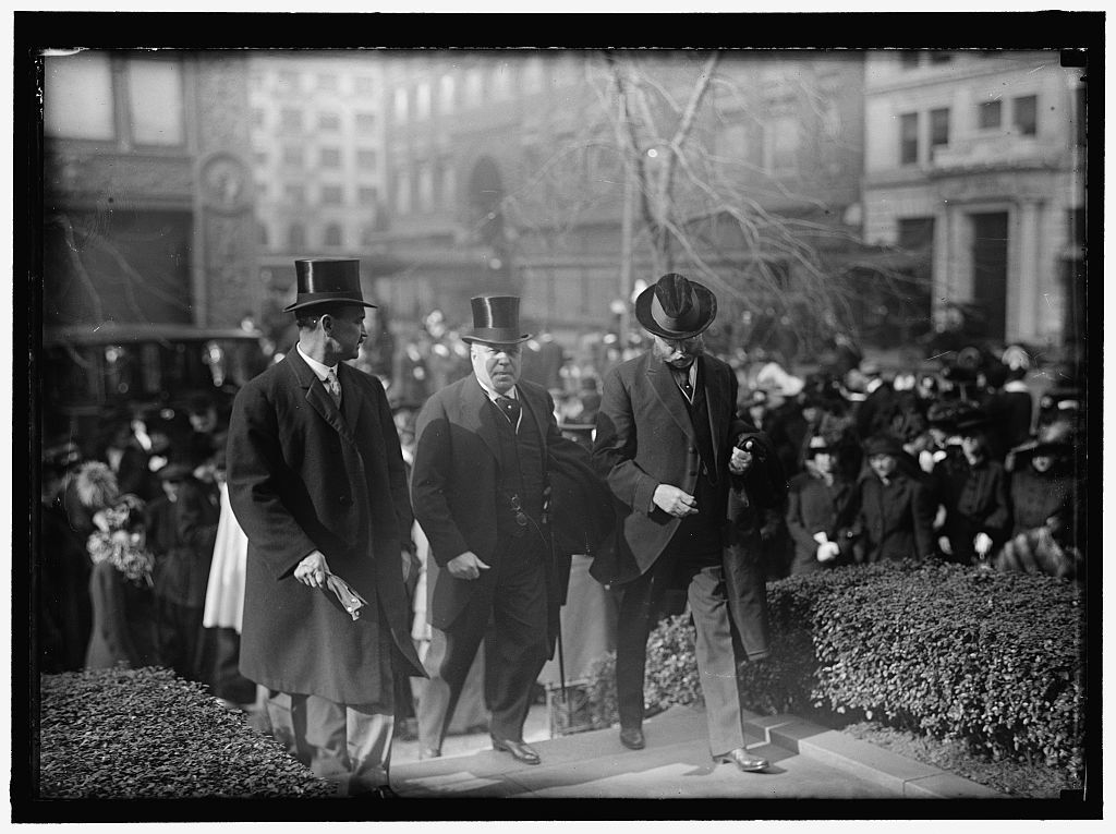 PAN AMERICAN MASS. THANKSGIVING DAY AT ST. PATRICK'S. CROWDS LEAVING ST. PATRICK'S. SECRETARIES HOUSTON, LANE, AND REDFIELD