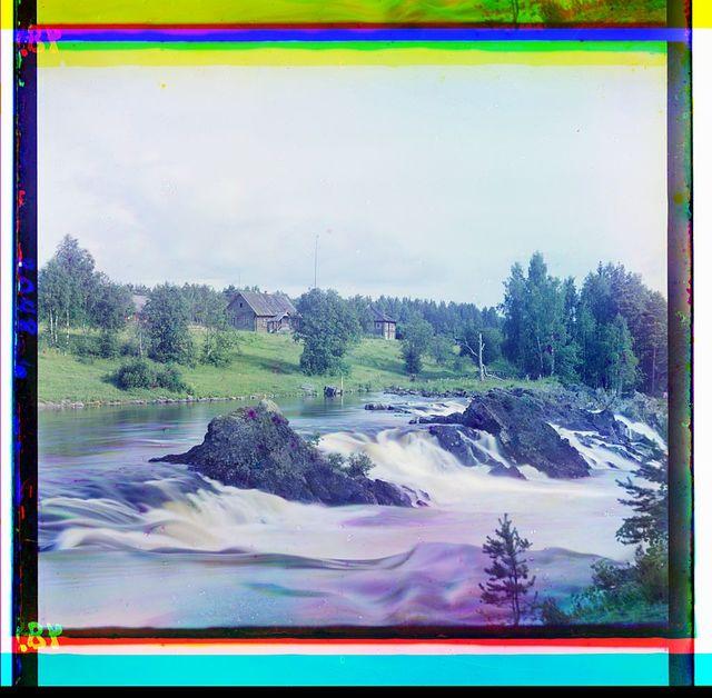 Vid na vodopad Kivach sboku. [Ri︠e︡ka Suna]