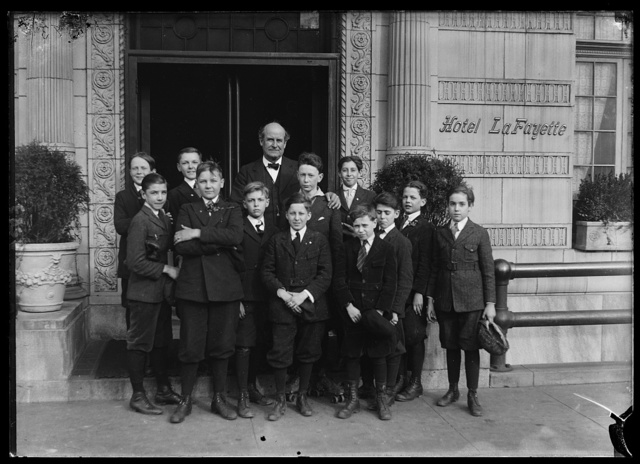 [William Jennings Bryan at Hotel LaFayette with group of boys]