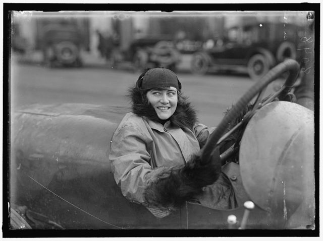 [WOMEN AUTO RACERS. MISS ELINOR BLEVINS]