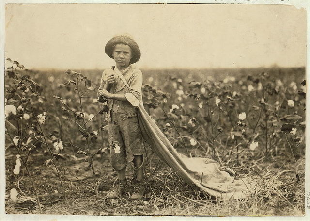 "6-year old Warren Frakes. Mother said he picked 41 pounds yesterday ""An I don't make him pick; he picked some last year."" Has about 20 pounds in his bag. See 4574.  Location: Comanche County, Oklahoma / Lewis W. Hine."