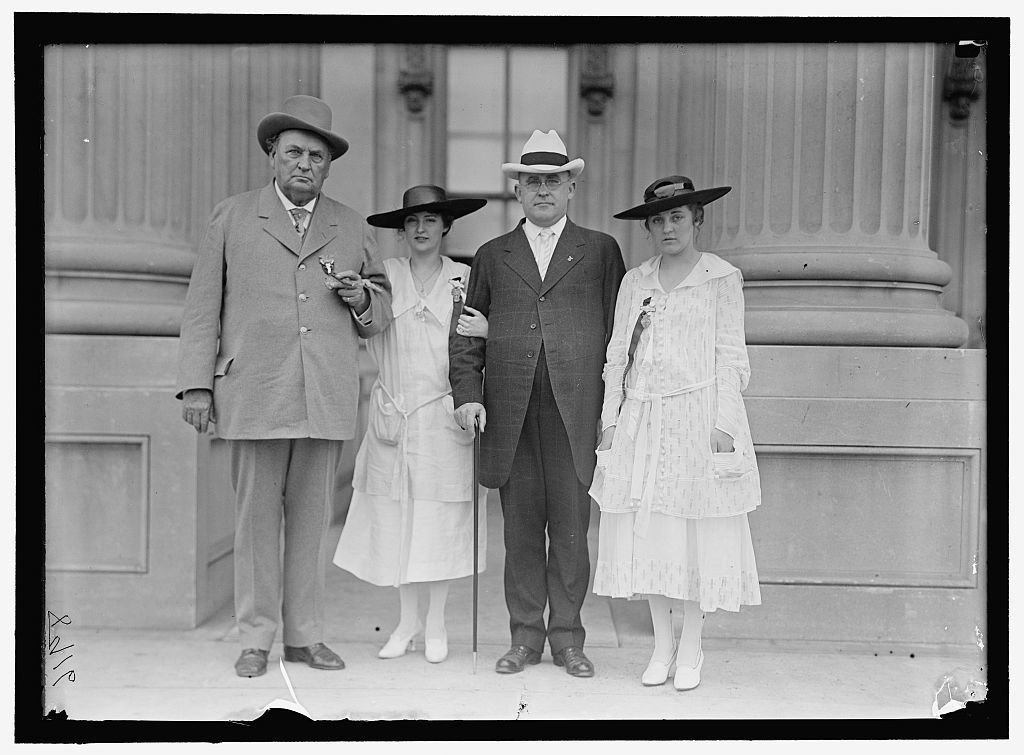 [BANKHEAD, JOHN HOLLIS. REP. FROM ALABAMA, 1887-1907; SENATOR, 1907-1920. AT CONFEDERATE REUNION, D.C. WITH GRAND-DAUGHTERS, TALLULAH, LEFT, AND EUGENIA, RIGHT]