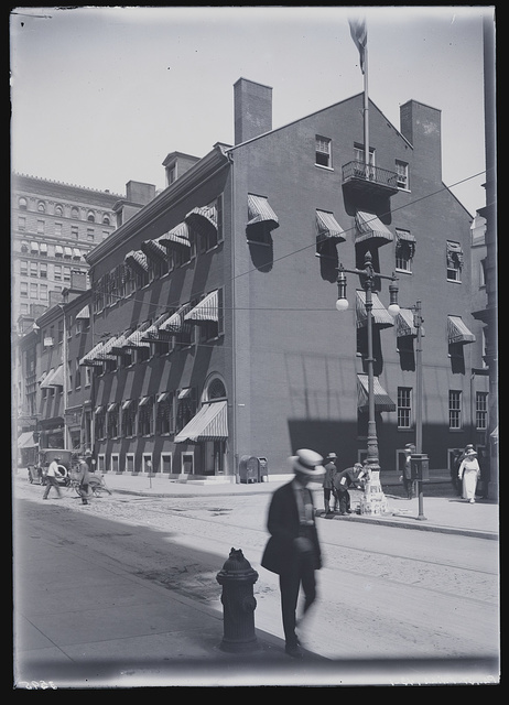 [Building of the Philadelphia Club (Thomas Butler house) located at 1201-1305 Walnut Street, Philadelphia, Pennsylvania]