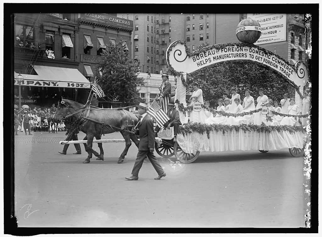 COMMERCE, DEPARTMENT OF JULY 4TH PARADE. FLOAT OF BUREAU OF FOREIGN AND DOMESTIC COMMERCE
