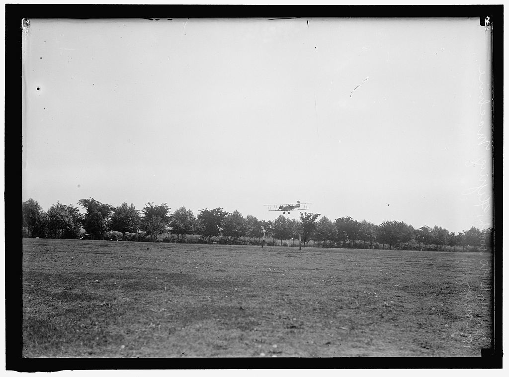 CURTISS AIRPLANE. TESTS AND DEMONSTRATIONS; TWIN ENGINE BIPLANE, POTOMAC PARK