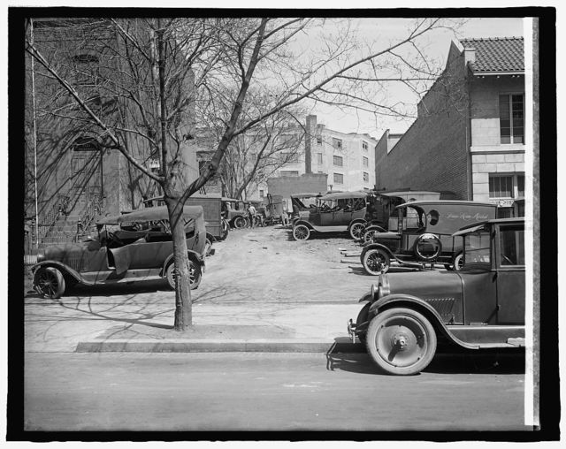 Ford Motor Co. (cars parked at Robey Mtr. Co.)