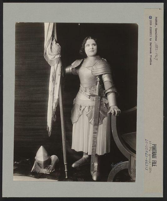 [Geraldine Farrar, dressed in costume as Joan of Arc, holding a flag] / Hartsook photo, S.F. - L.A.