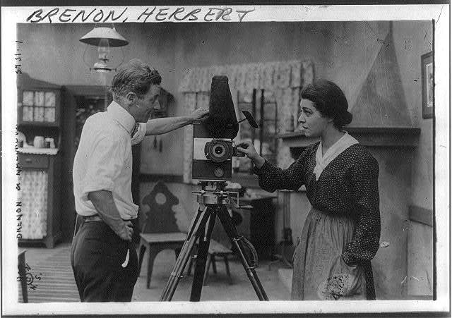 [Herbert Brenon & Alla Nazimova examining a movie camera, Aug. 9, 1916 - half-length, standing, right profile]