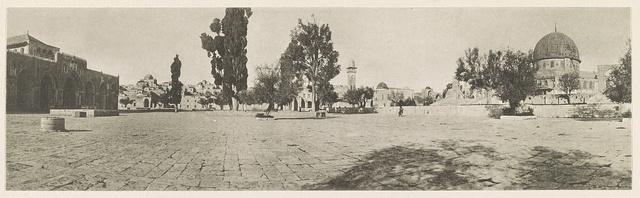 Jerusalem Südöstlicher Teil des Tempelplatzes. Links: Aķșā-Moschee, im Vordergrunde: Ķubbet eș Șachra (sogen. Omar-Moschee). 1915.
