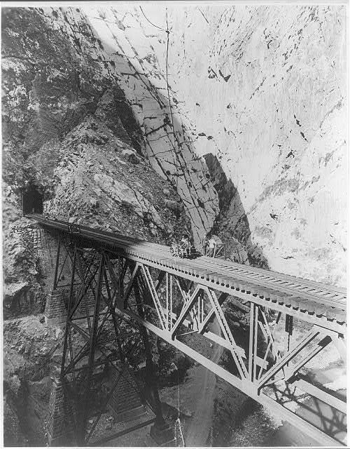 Little Inferno, Peru, trestle between two perpendicular wall thousands of feet high