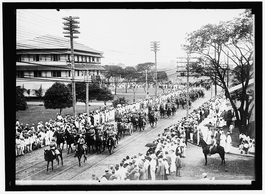 [PHILIPPINES. SIGNAL CORPS CONSTRUCTING LINES IN THE ISLANDS]