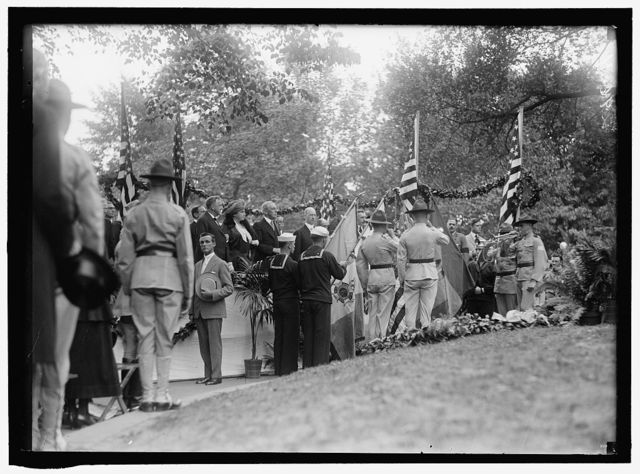 PLATTSBURG. RESERVE OFFICERS TRAINING CAMP. REGULAR ARMY OFFICERS IN COMMAN, RIGHT, TALKING TO SOME D.C. MAN