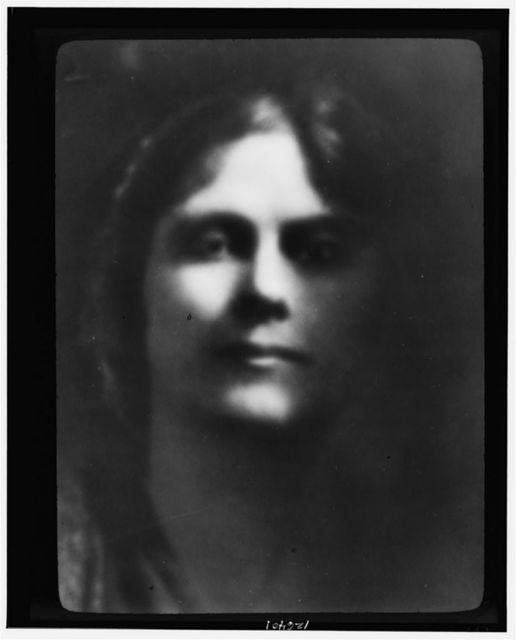 Portrait photograph of Isadora Duncan