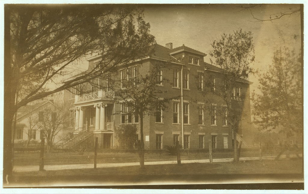 Public School. Found only 3 of the Baltimore cannery children were attending; 5 others had attended and dropped out.  Location: Pass Christian, Mississippi / L.W. Hine.