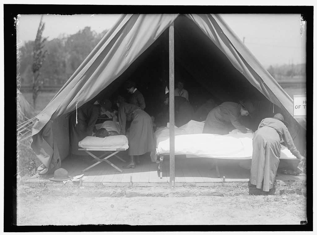RED CROSS, AMERICAN. WOMEN'S NATIONAL SERVICE SCHOOL; RED CROSS INSTRUCTIONS IN CARE OF SICK. DIET KITCHEN