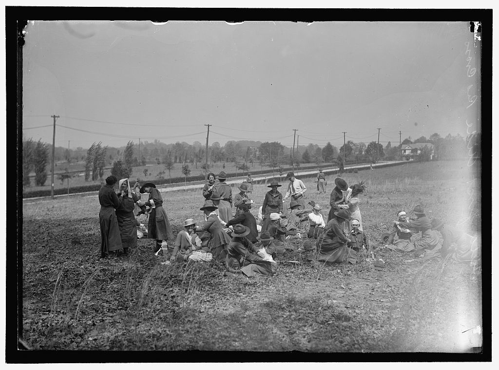 RED CROSS, AMERICAN. WOMEN'S NATIONAL SERVICE SCHOOL; RED CROSS INSTRUCTIONS IN CARE OF SICK. FIELD AID