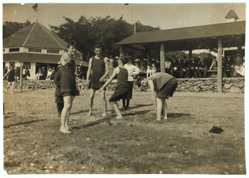 Sandy Beach. See 4184.  Location: Fall River, Massachusetts / Lewis W. Hine.