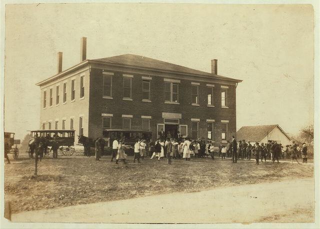 Woodburn School (consolidated). See Kentucky report.  Location: Warren County, Kentucky / Lewis W. Hine.
