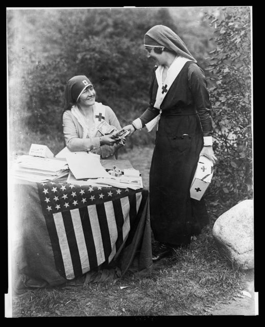 [Actresses Frances Starr and Bijou Fernandez counting money collected at the National Red Cross Pageant, Huntington, Long Island, Oct. 5, 1917]
