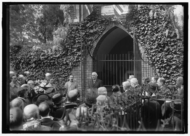 [Allied Commission to U.S. at Mount Vernon: Groups at Tomb of Washington]