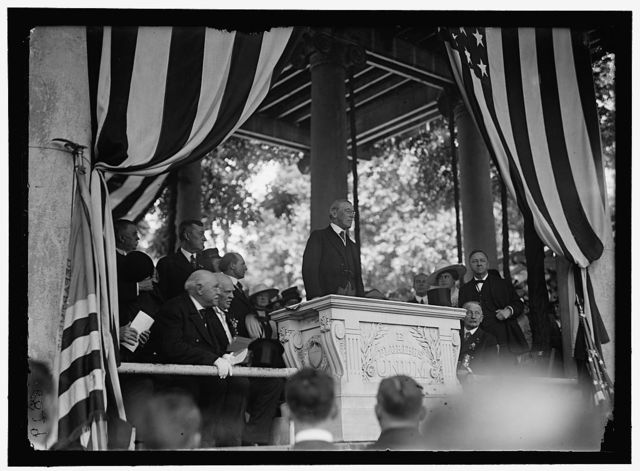 ARLINGTON NATIONAL CEMETERY. WILSON SPEAKING, MEMORIAL DAY; MRS. WILSON AND DANIELS AT RIGHT