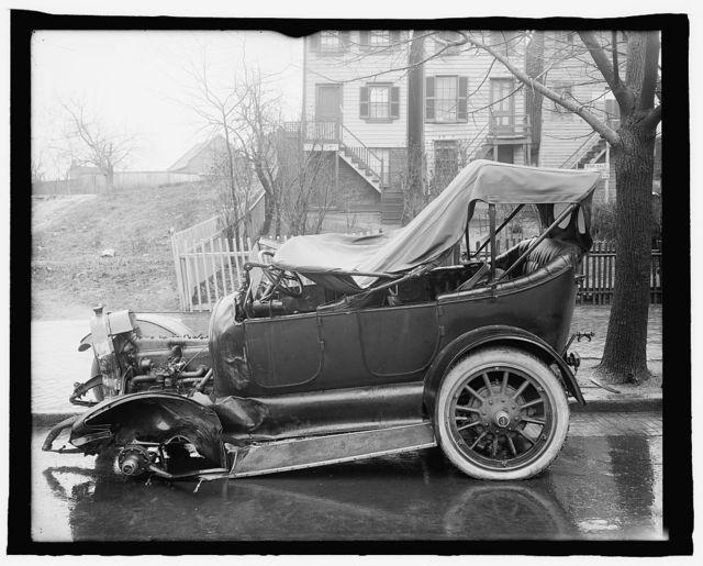 Auto wreck, Wash., D.C., 1917