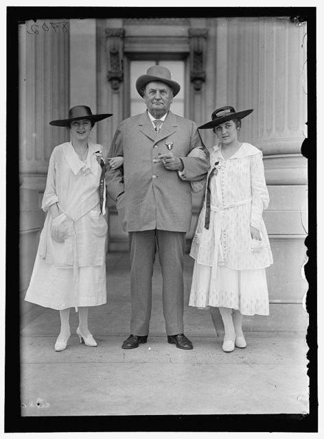BANKHEAD, JOHN HOLLIS. REP. FROM ALABAMA, 1887-1907; SENATOR, 1907-1920. AT CONFEDERATE REUNION, D.C. WITH GRAND-DAUGHTERS, TALLULAH, LEFT, AND EUGENIA, RIGHT