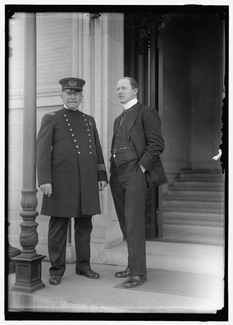 BRITISH COMMISSION TO U.S. INSPECTOR D.O. O'DONNELL TALKING TO D.C. POLICEMAN