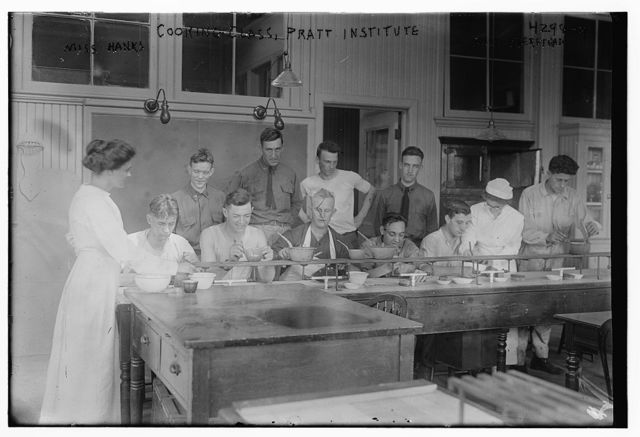 Cooking class, Pratt Institute, Miss Hanks [i.e. Hannko], Miss Kierstead