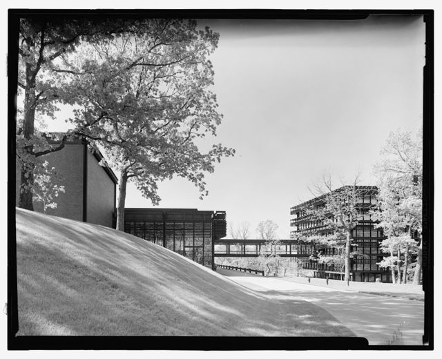 Deere & Company Headquarters, Moline, Illinois, 1956-64. Exterior