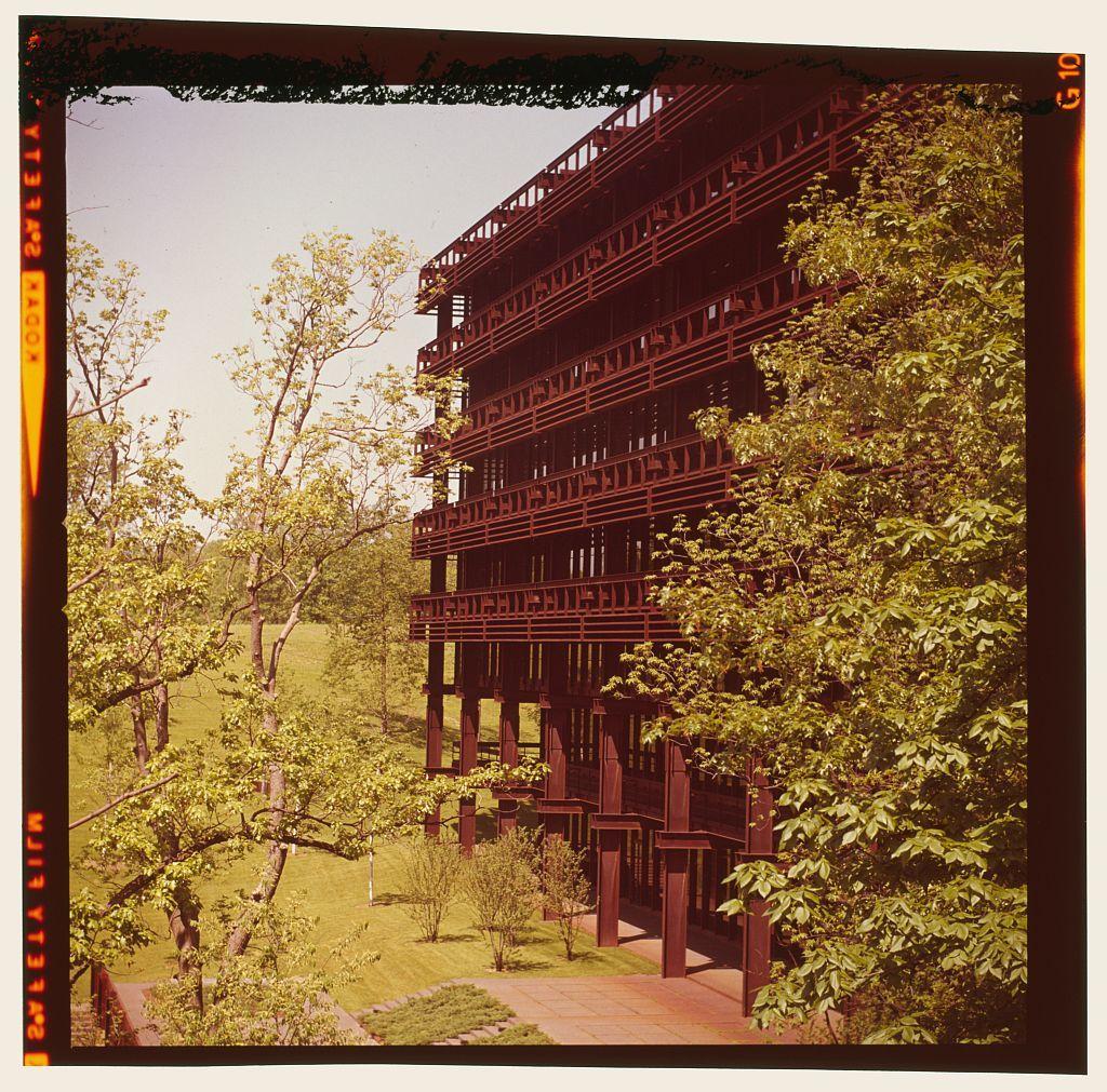 Deere & Company Headquarters, Moline, Illinois, 1956-64. Exterior