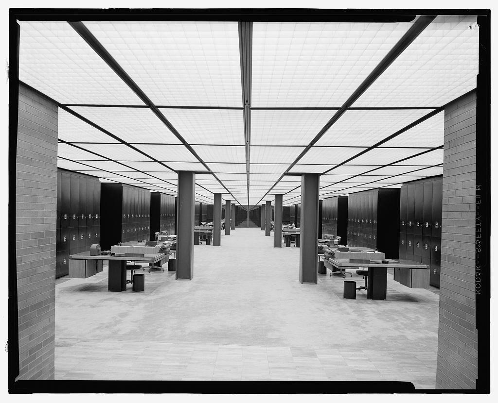 Deere & Company Headquarters, Moline, Illinois, 1956-64. Office interior
