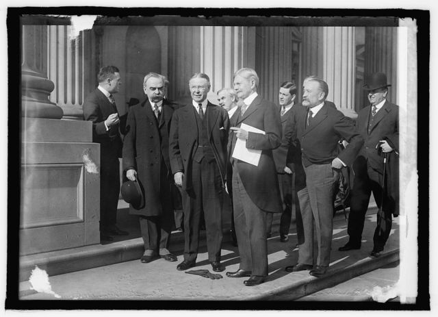 Delivery of California election returns to V.P. Marshall by Frances S. Heuay, Jan. 19/1917