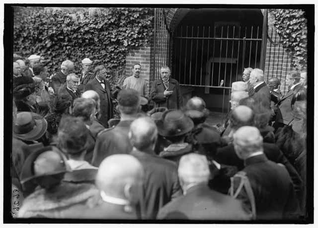 DODGE, COL. HARRISON. SUPT. OF MOUNT VERNON. HEAD AT LEFT IN OPENED GATE OF TOMB OF WASHINGTON