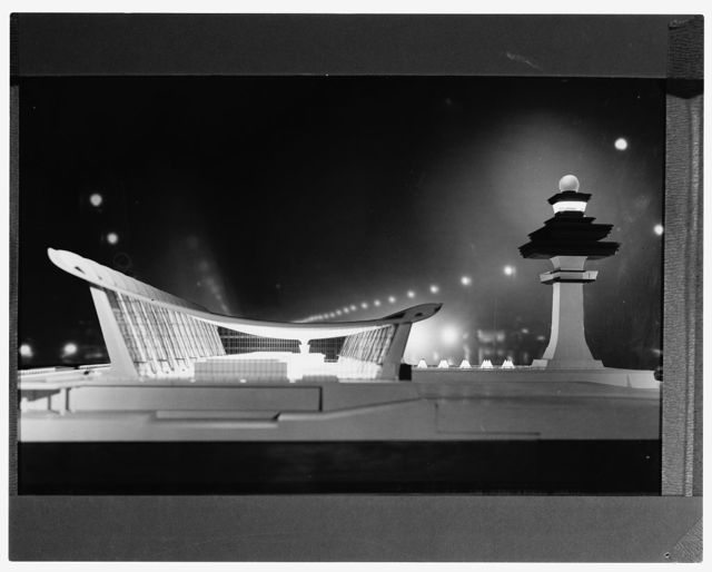 Dulles International Airport, Chantilly, Virginia, 1958-63 (Expanded by Skidmore, Owings & Merrill, 1998-2000). Model