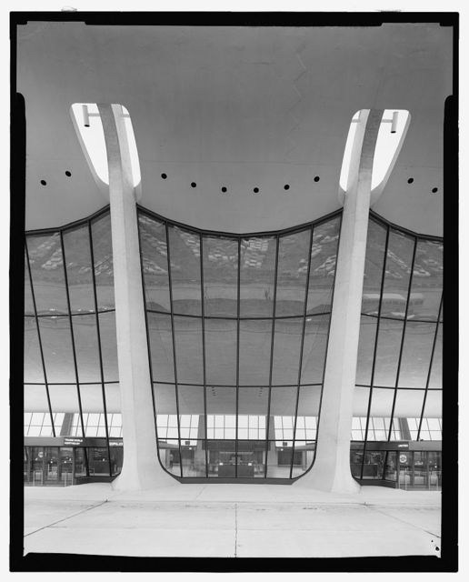 Dulles International Airport, Chantilly, Virginia, 1958-63 (Expanded by Skidmore, Owings & Merrill, 1998-2000). Exterior detail