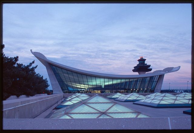 Dulles International Airport, Chantilly, Virginia, 1958-63 (Expanded by Skidmore, Owings & Merrill, 1998-2000). Expanded exterior