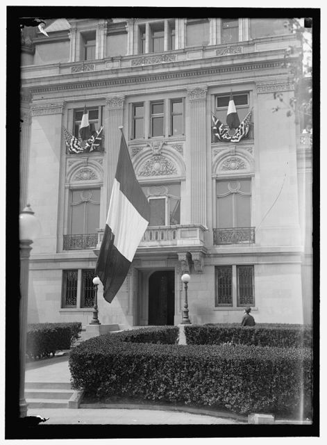 FLAGS ALLIED FLAGS ON FRENCH EMBASSY DURING VISIT OF BRITISH AND FRENCH COMMISSIONERS