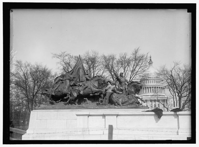 GRANT MEMORIAL AT CAPITOL. CAVALRY GROUP OF STATUARY