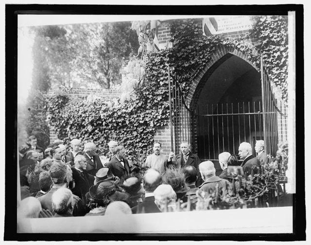 Italian Commission at Mt. Vernon, [Virginia]; speaking, 1917