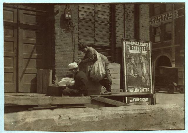 Junk gatherers.  Location: Oklahoma City, Oklahoma. / L.W. Hine.