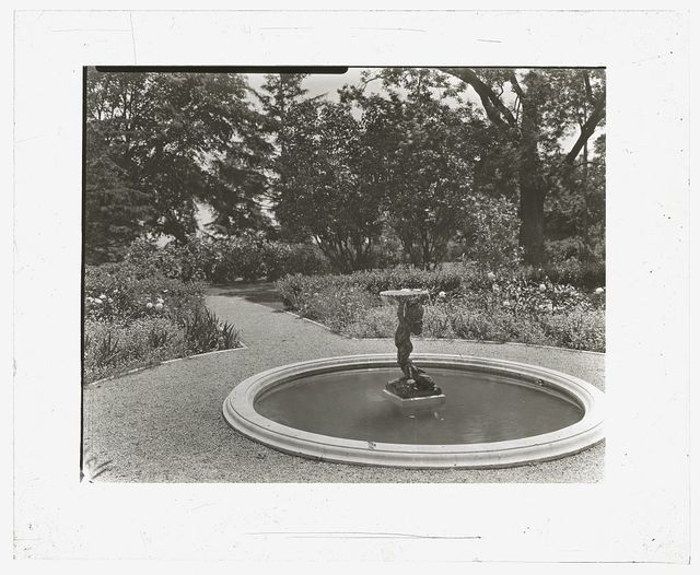 "[""Lake Terrace,"" John Stoughton Newberry Jr. house, 99 Lake Shore Drive, Grosse Pointe Farms, Michigan. Ornamental pool and fountain]"