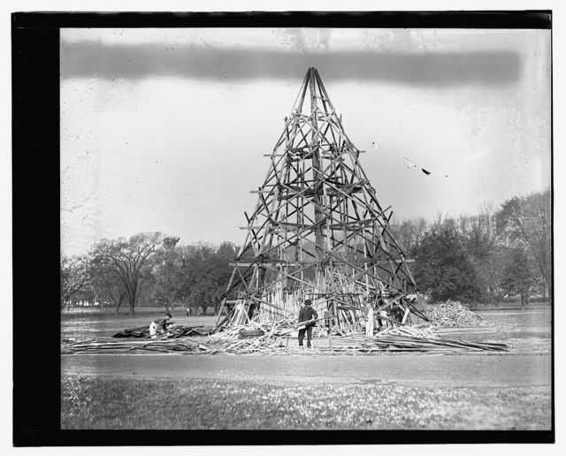 Liberty Loan bonfire, Monument grounds, Oct. 1917
