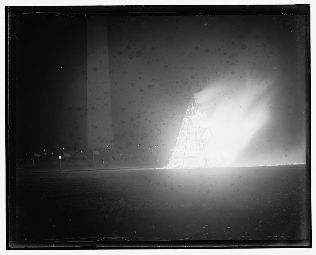 Liberty Loan bonfire, Monument grounds, Wash. D.C. Oct. 1917