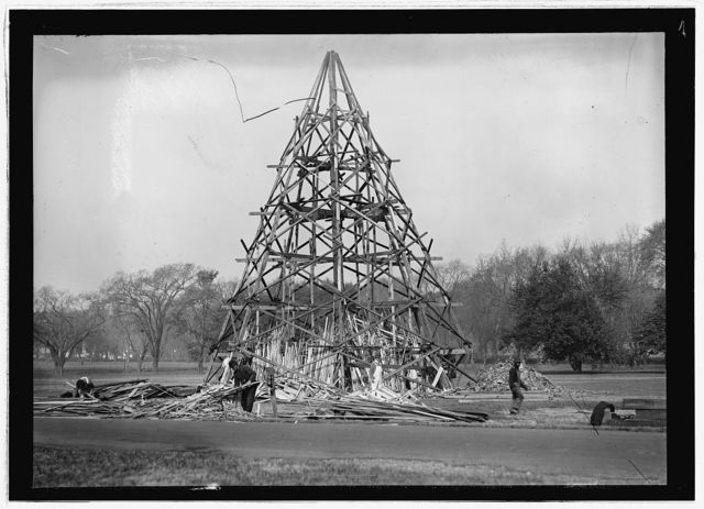 Liberty Loan bonfire on monument grounds, Wash., D.C., Oct. 1917