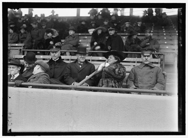 MARINE CORPS, U.S.N. MACHINE GUN UNIT DEMONSTRATION AT BALL PARK. DANIELS AND GEN. BARNETT