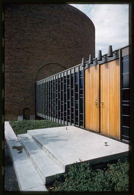 Massachusetts Institute of Technology, Kresge Auditorium and Chapel, Cambridge, Massachusetts, 1950-55. Chapel detail